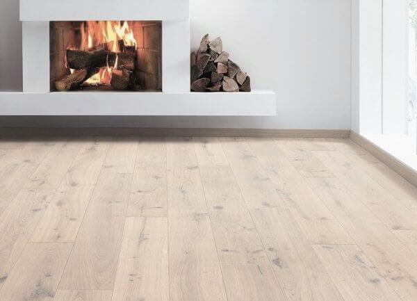 Eg Lamelplank Børstet hvid matlak 15x260mm